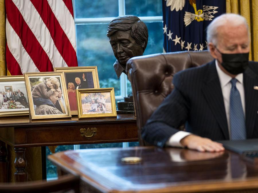 Busto de César Chávez en Oficina Oval