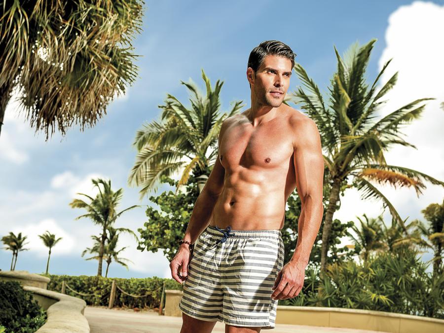 Juan Pablo llano en la revista tv y novelas estrellas de verano 2015