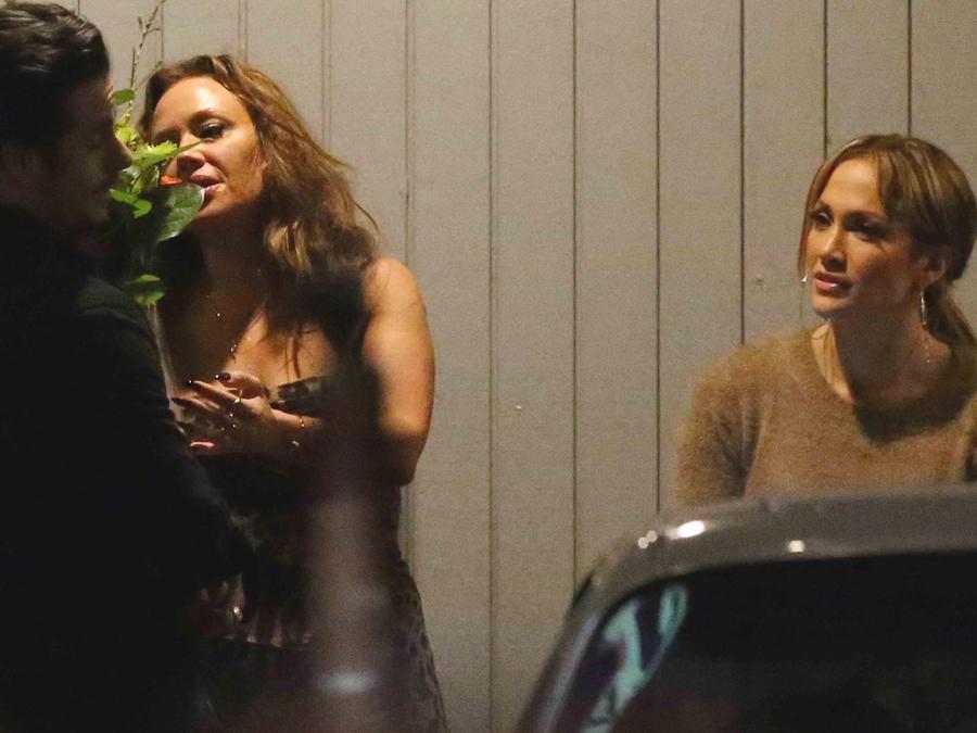 Jennifer Lopez disfrutó de su soltería con amigos en el restaurante cubano El Floridita