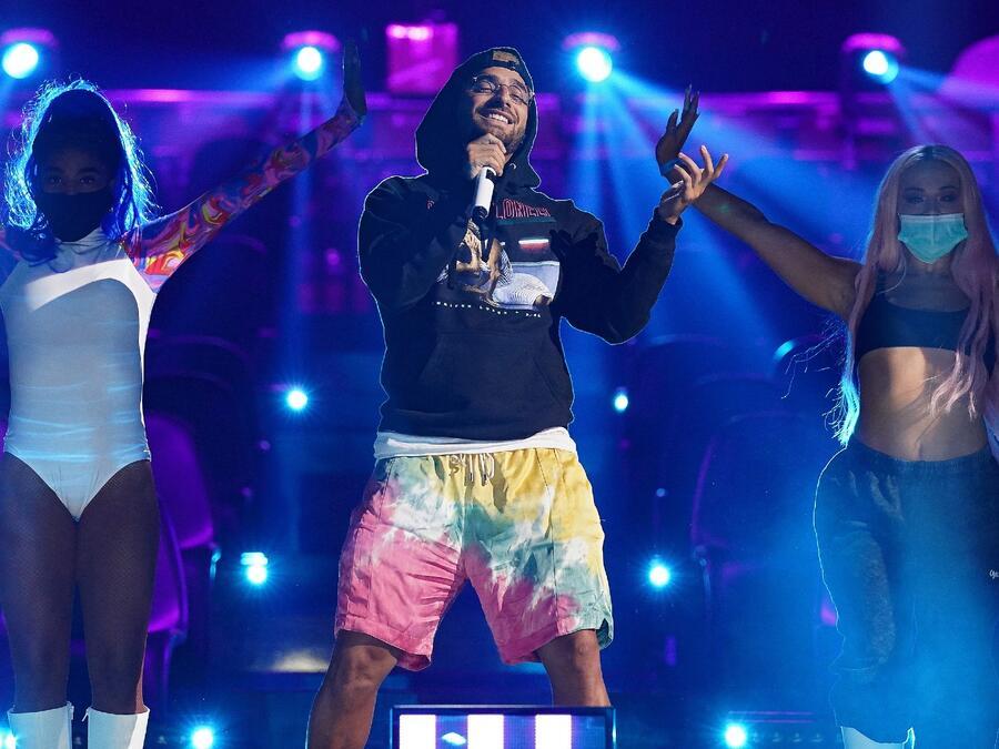 Maluma en los ensayos de los Premios Billboard 2020