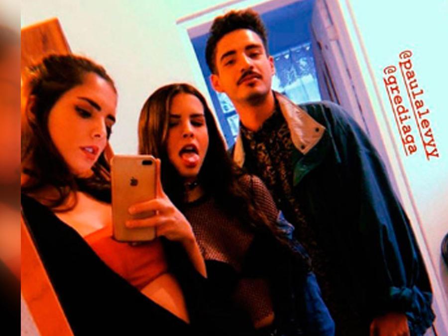 Paula y María, hijas de la fallecida actriz Mariana Levy, selfie