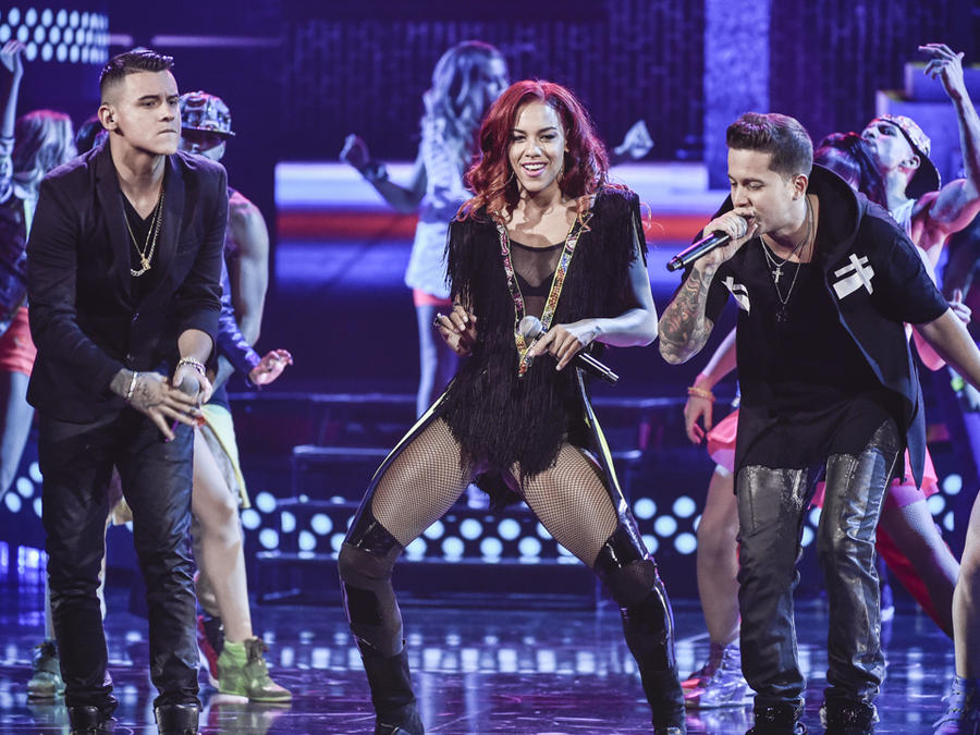 """Natalie La Rose, Kevin Roldan y De La Ghetto cantan """"Somebody"""" en los Latin AMAs 2015"""