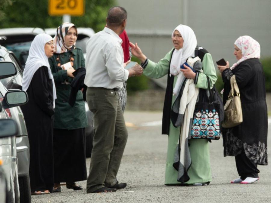 Las autoridades de Nueva Zelanda han elevado el nivel de alerta al máximo tras el ataque. Las fuerzas de seguridad han ordenado el cierre de todas las mezquitas del país por seguridad.