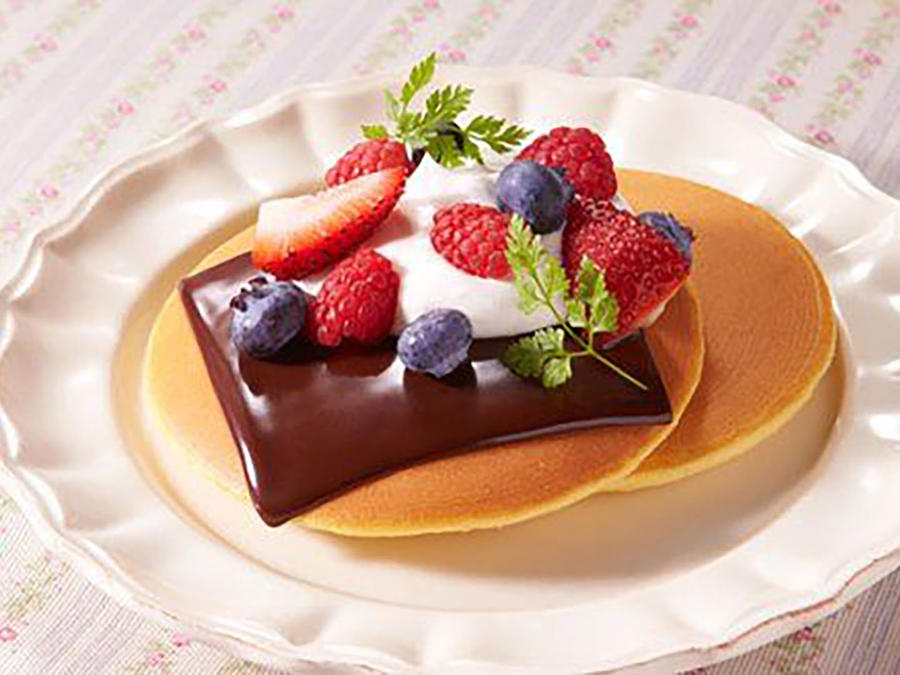 Panqueques con frutas y chocolate