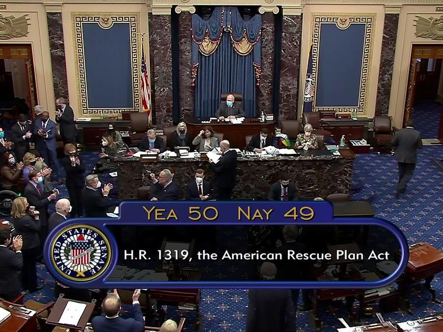 El Senado aprobó el plan de ayuda COVID-19 de 1.9 billones de dólares.