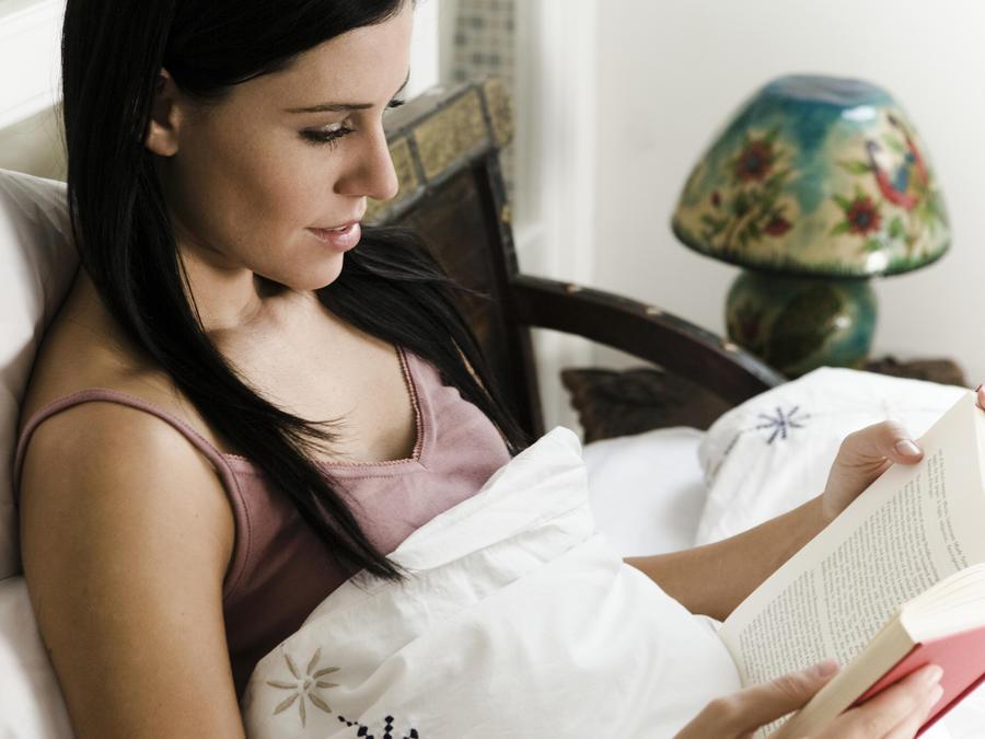 Productos esenciales para tener en tu mesita de noche