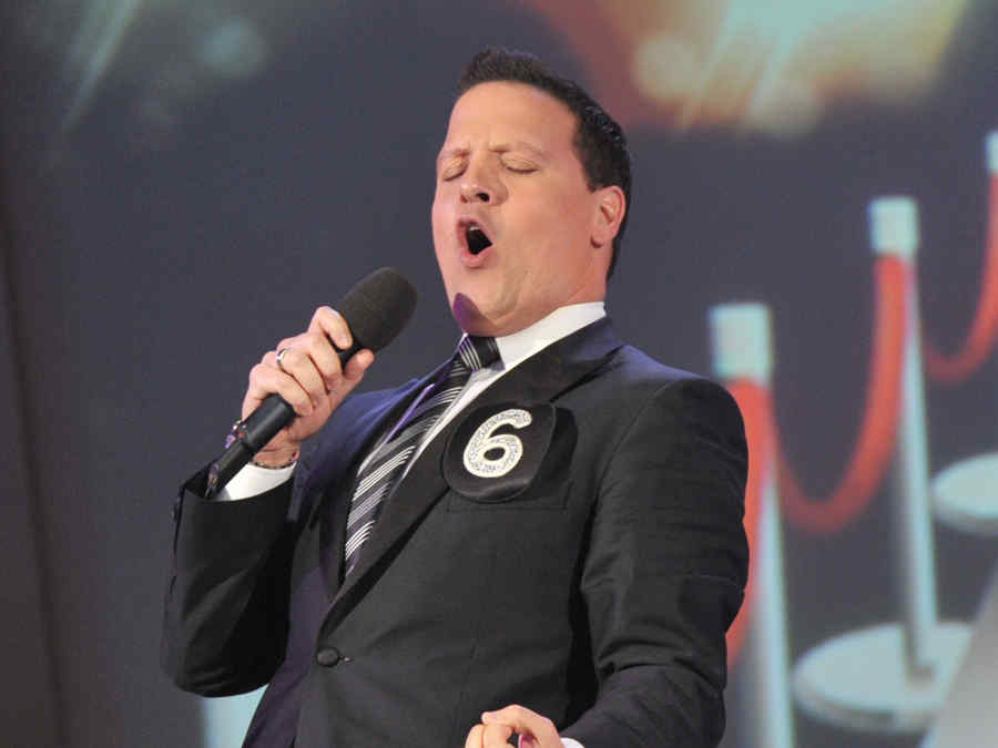 Cantante Raúl González