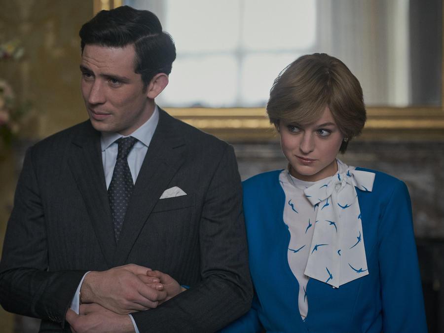 Los actores Josh O'Connor y Emma Corrin interpretan a Carlos y a Diana en la cuarta temporada de 'The Crown'.