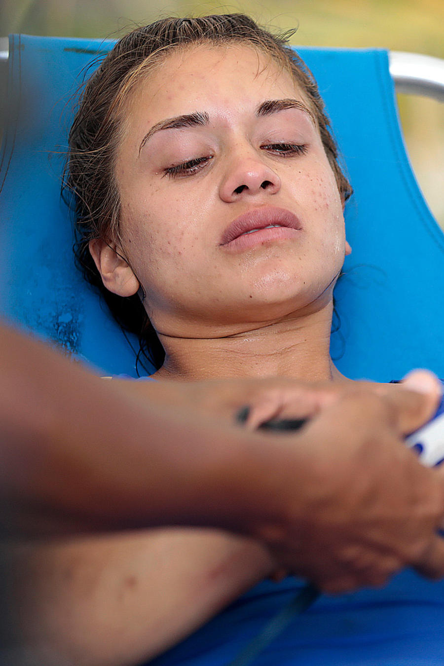 Dennhi es atendida por el cuerpo médico en el circuito del mar Caribe