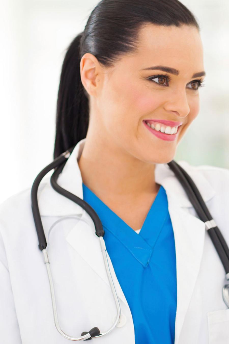 Doctora con paciente mujer