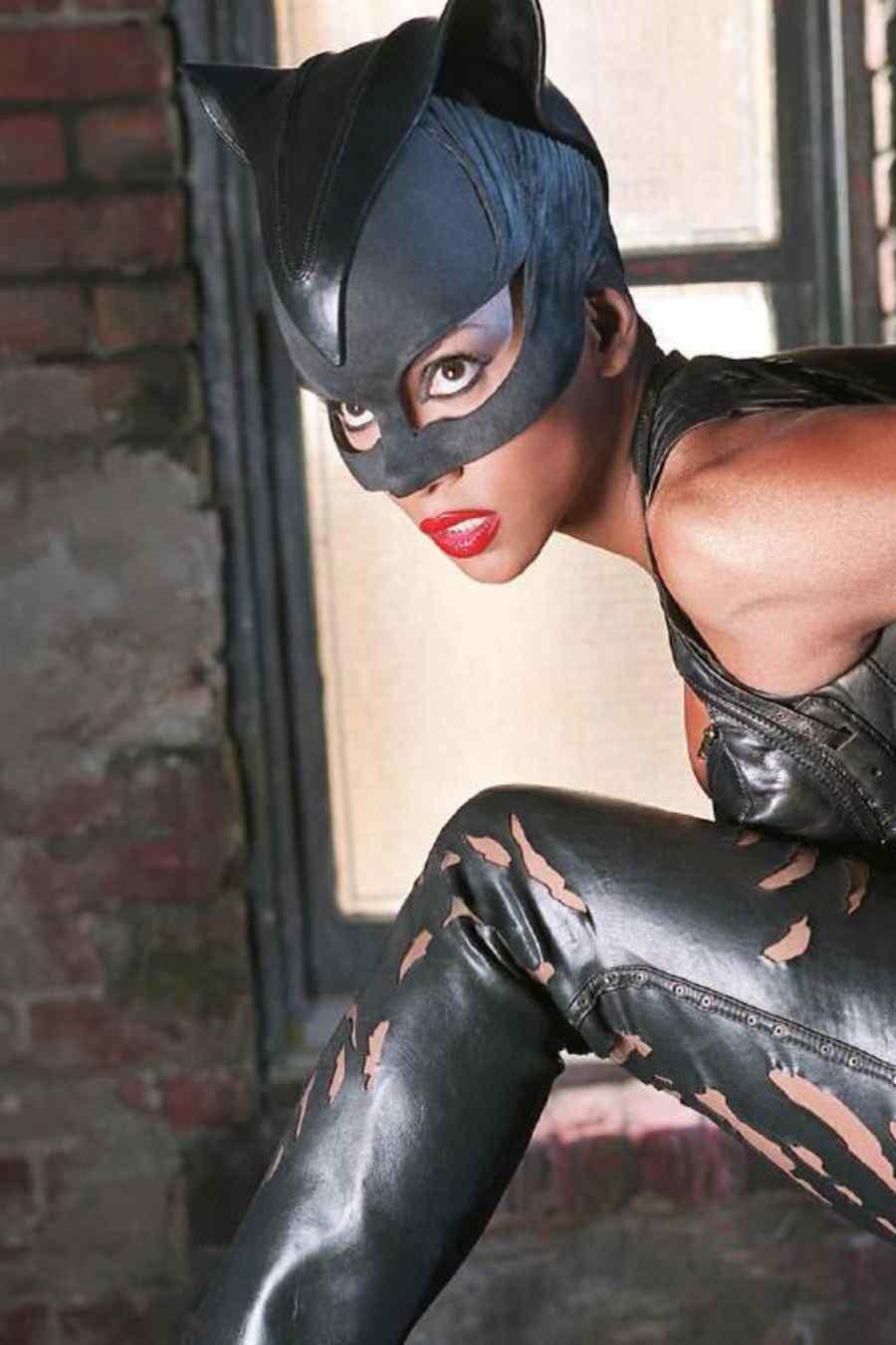 """Halle Berry hizo el personaje principal en la película """"Catwoman""""."""