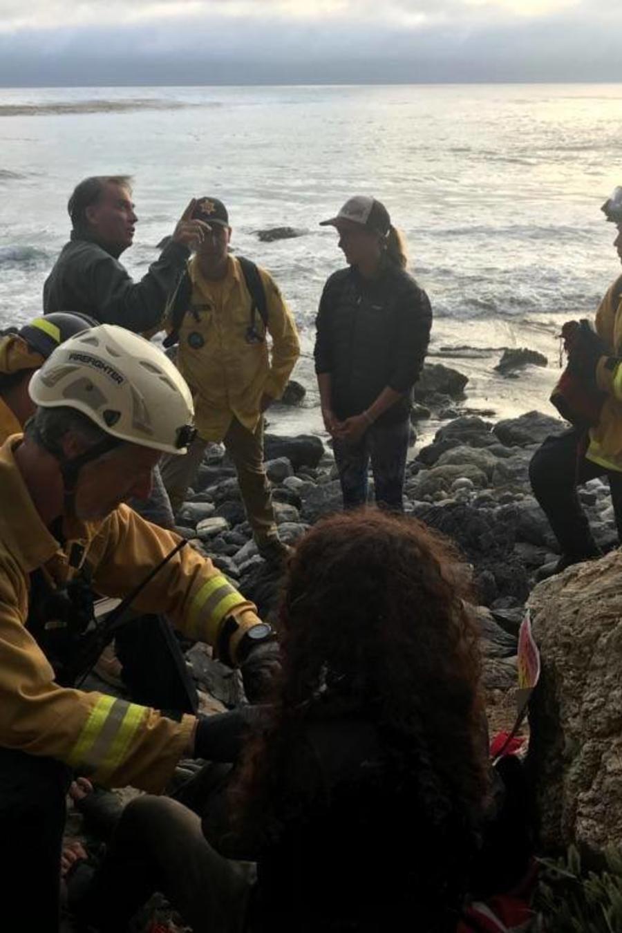 Ángela Hernández fue rescatada tras pasar una semana en un acantilado en California después de que su auto cayera a más de 250 pies de altura.