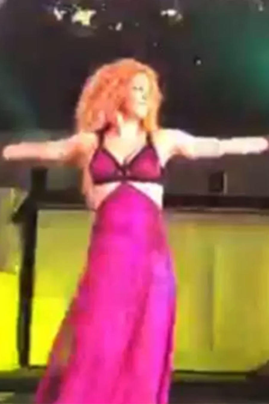 Shakira muestra una sospechosa pancita