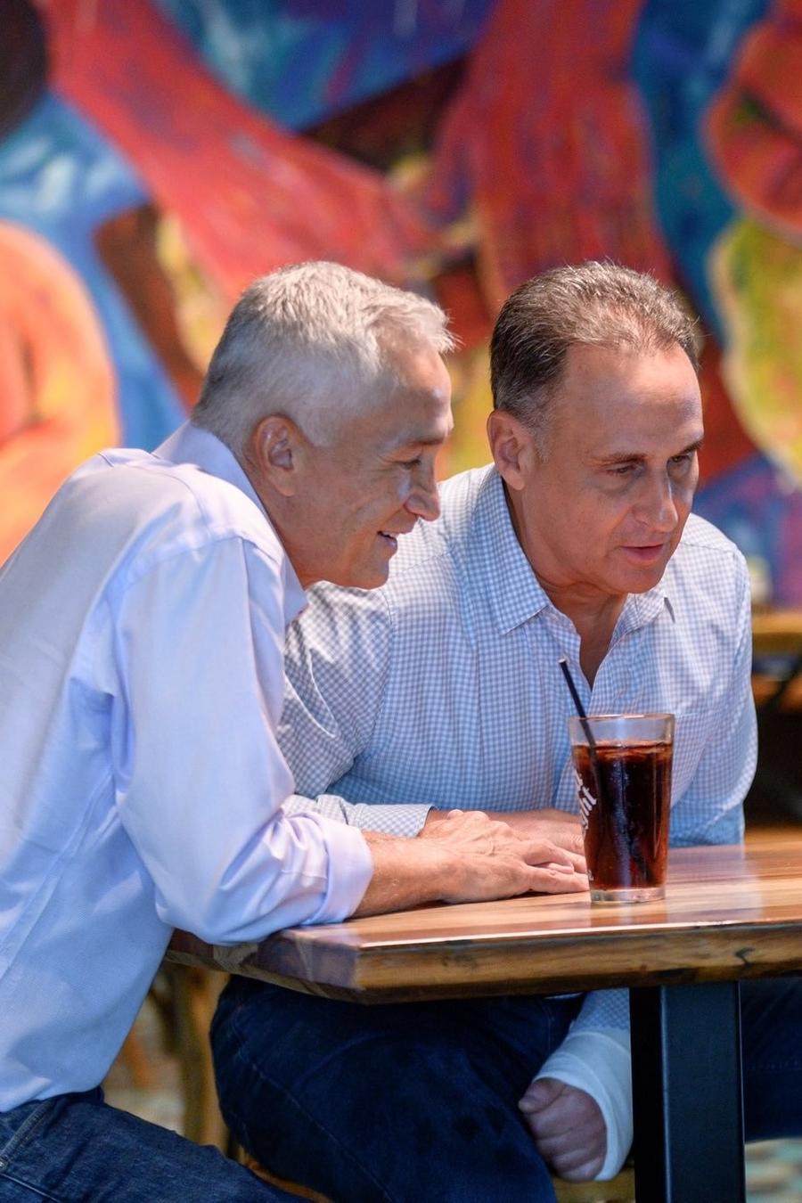 Jorge Ramos y José Diaz Balart, entrevistados por Jordi Évole.