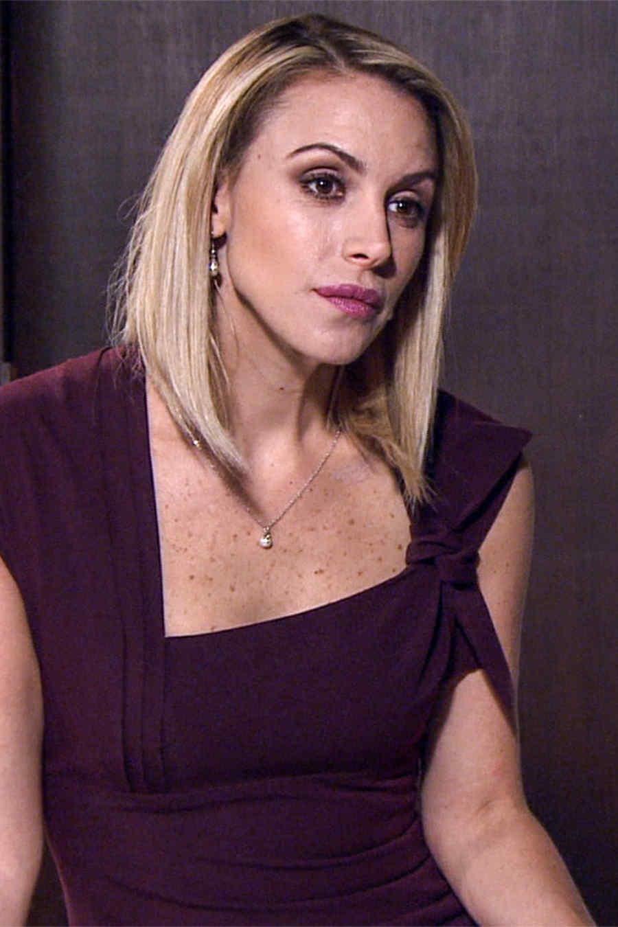 Alexandra de la Mora es Helena Durán en Los Miserables