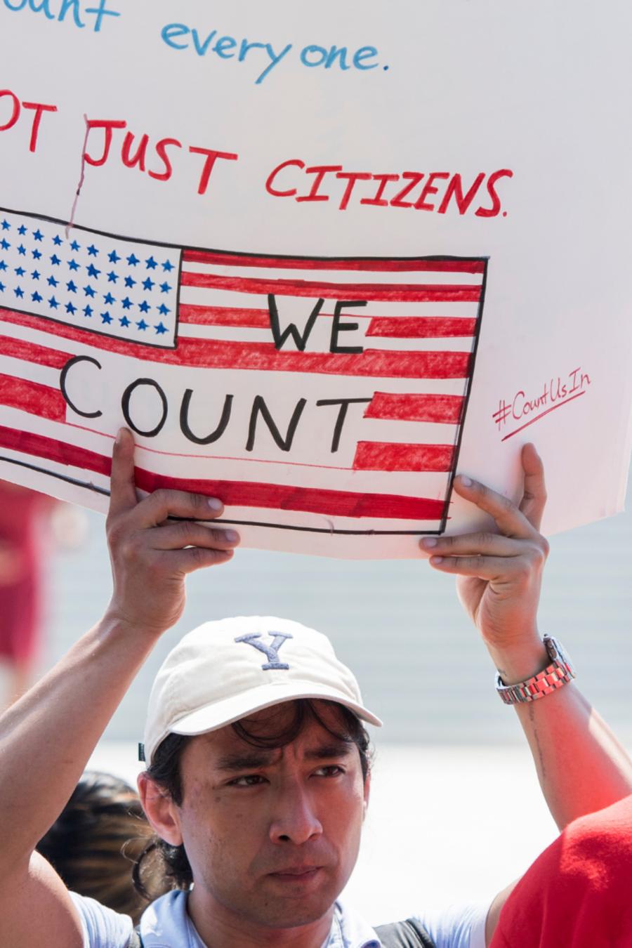 Manifestación frente a la Corte Suprema tras fallo sobre el censo.