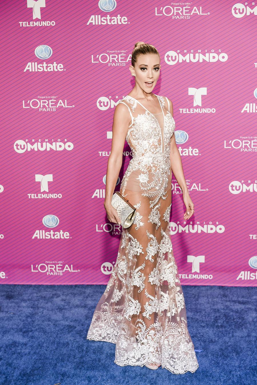 Fernanda Castillo premios tu mundo 2015 blue carpet