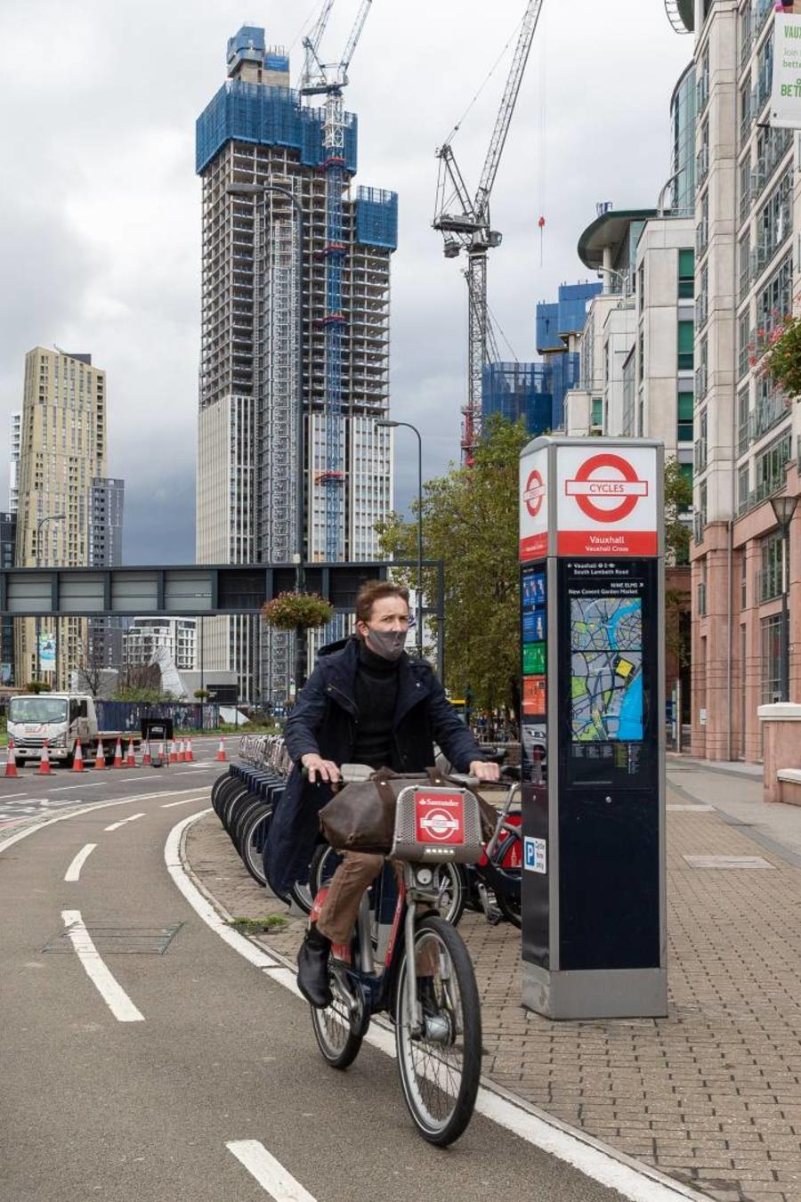 Hombre en bicicleta en Londres