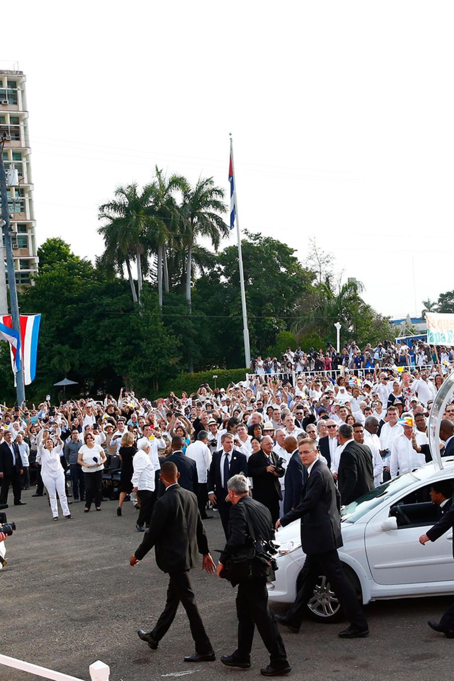 El papa Francisco llega para oficiar la misa en la Plaza de la Revolución en La Habana, Cuba el Domingo 20 de Septiembre del 2015