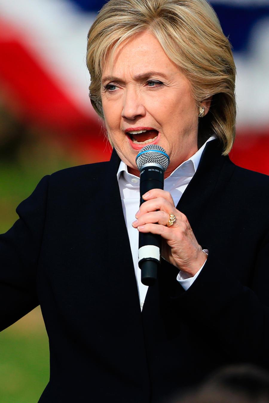 Hillary Clinton se dirige al público en Iowa el miércoles 7 de Octubre del 2010