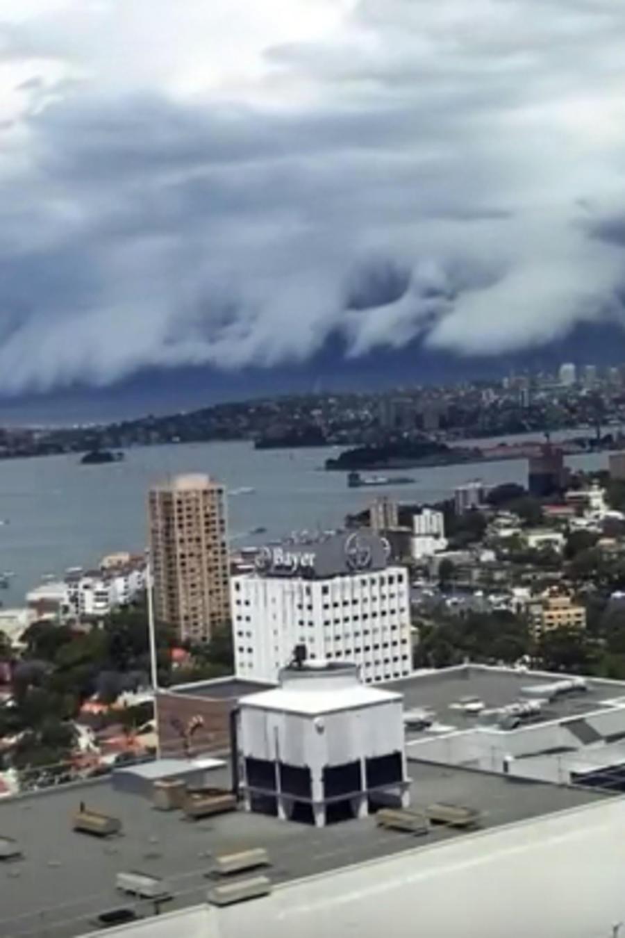 Nube tsunami en Sidney Australia
