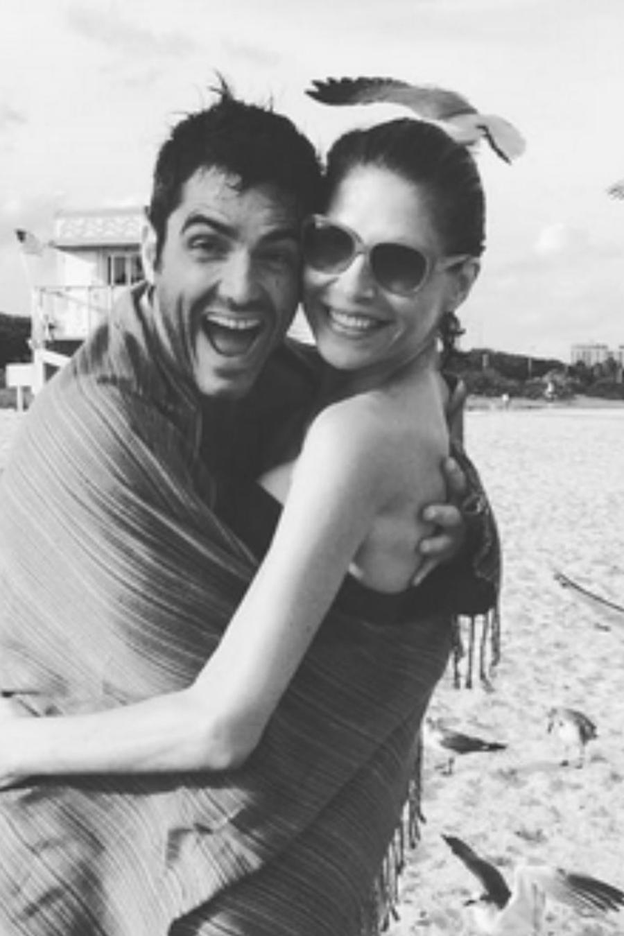 Lorena Meritano y Ernesto Calzadilla en la playa