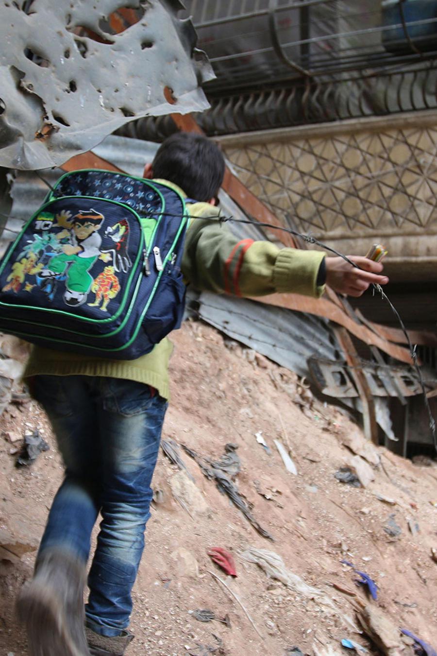 nino en pleno conflicto en siria