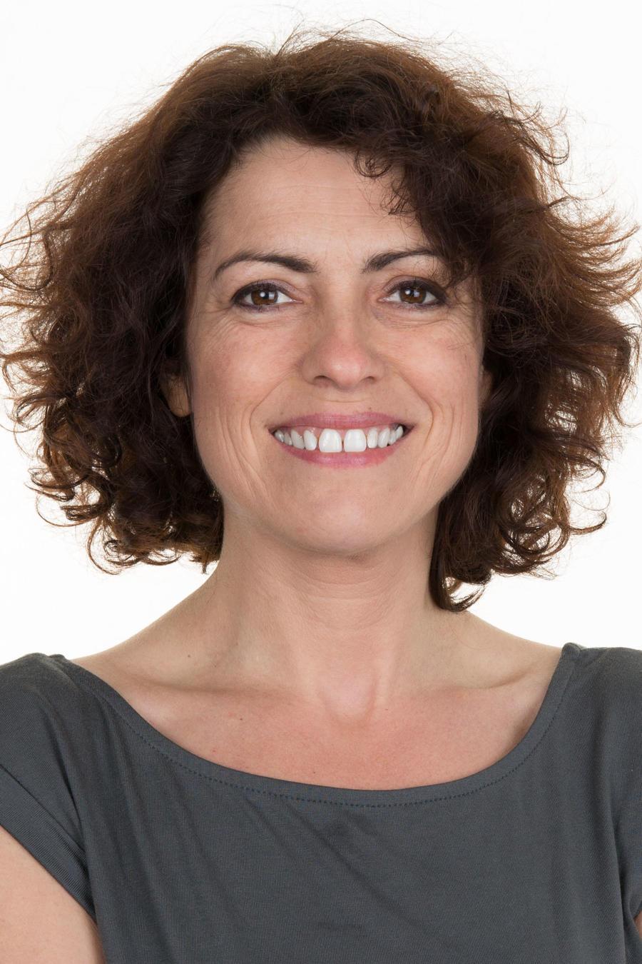 Mujer de 40 años sonriendo