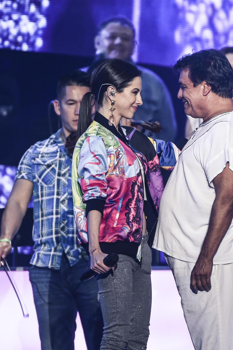 Paty Cantú y Juan Gabriel - ensayos Premios Billboard 2016