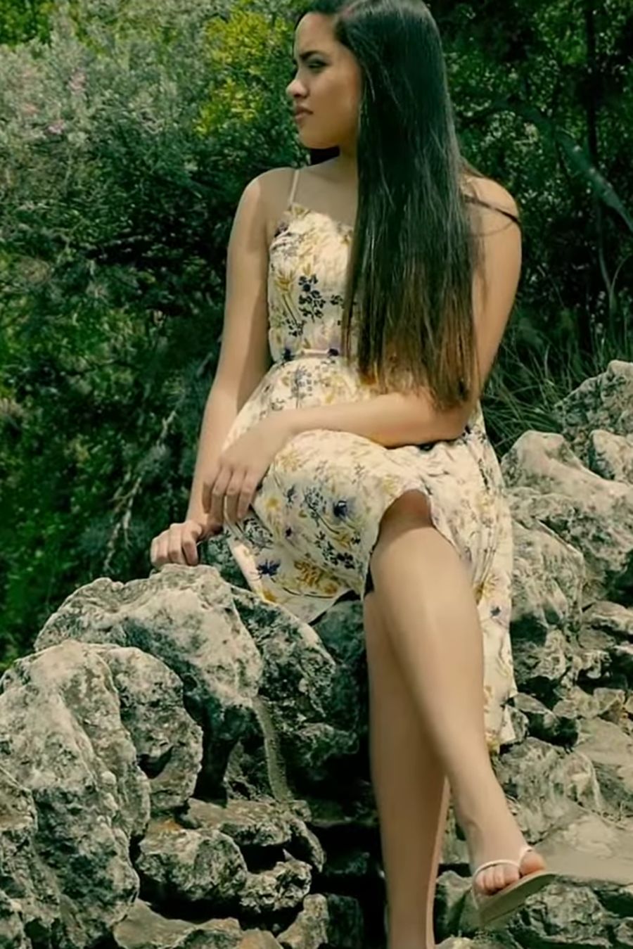 Brianna Arteaga en video musical de 'Huele a Soledad'