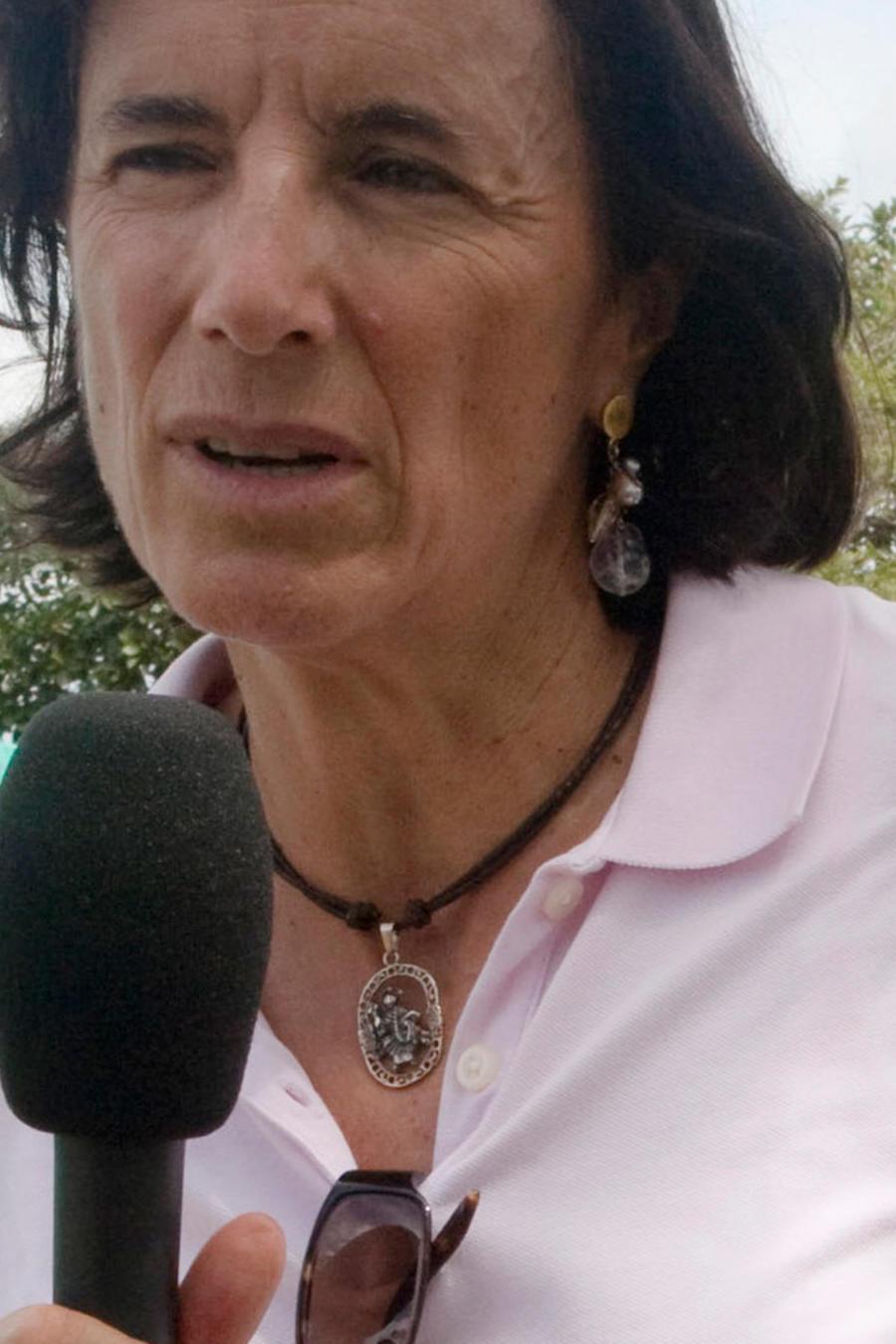 Esta fotografía sin fecha cortesía del diario El Tiempo muestra a Salud Hernández-Mora, corresponsal en Colombia de El Mundo de España y columnista del diario El Tiempo de Bogotá, trabajando en un lugar desconocido de Colombia.
