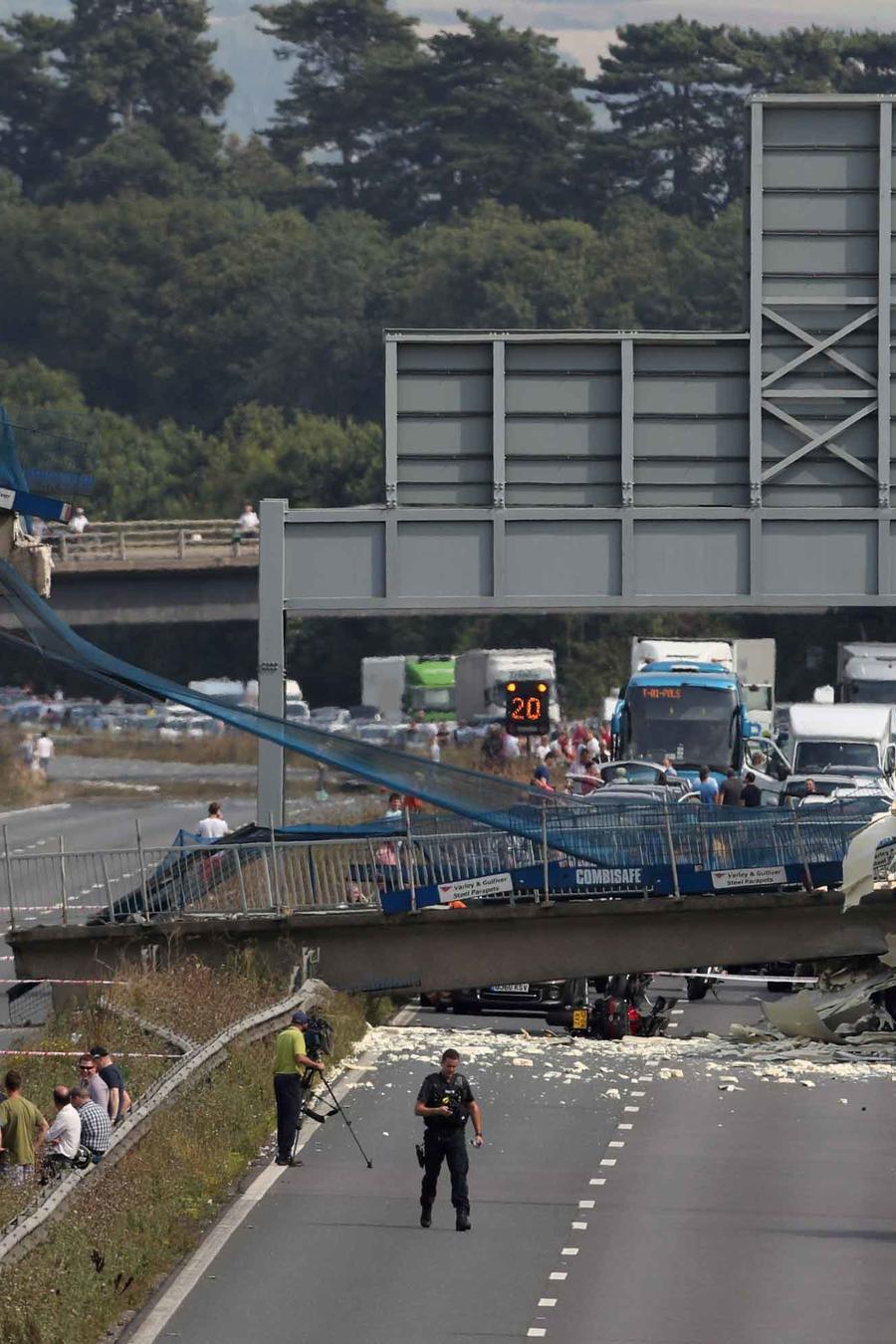 derrumbe de puente de gran bretaña