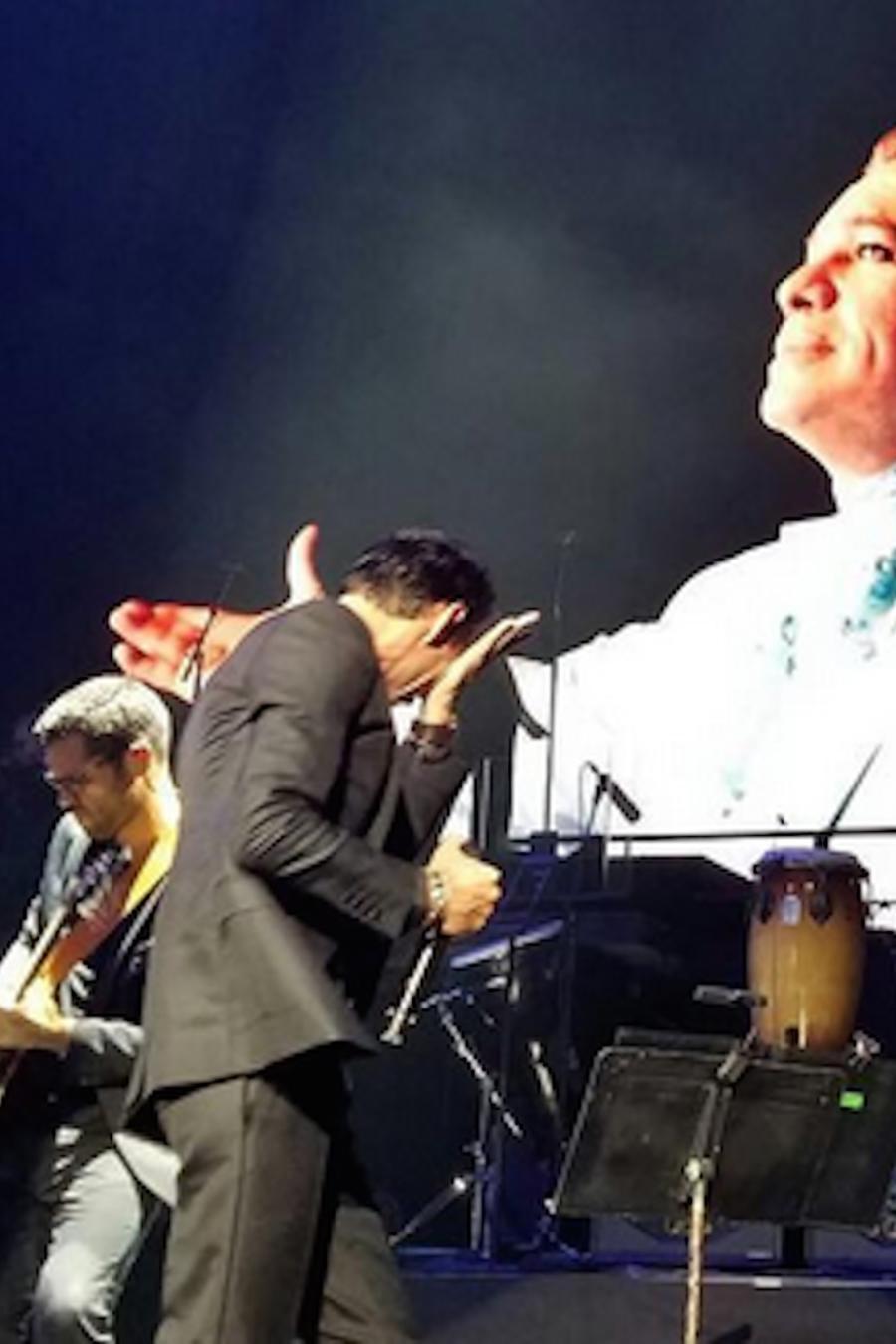 Marc Anthony llorando al rendirle tributo a Juan Gabriel