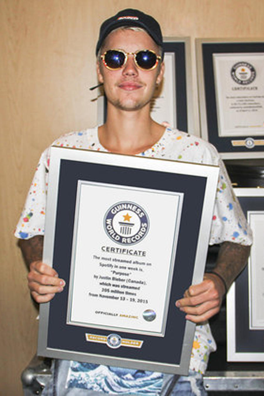 Justin Bieber con sus récord Guinness