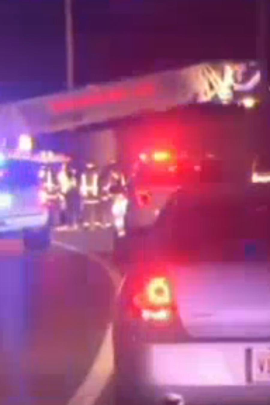 Padre suicida salta de puente con hijos en brazos