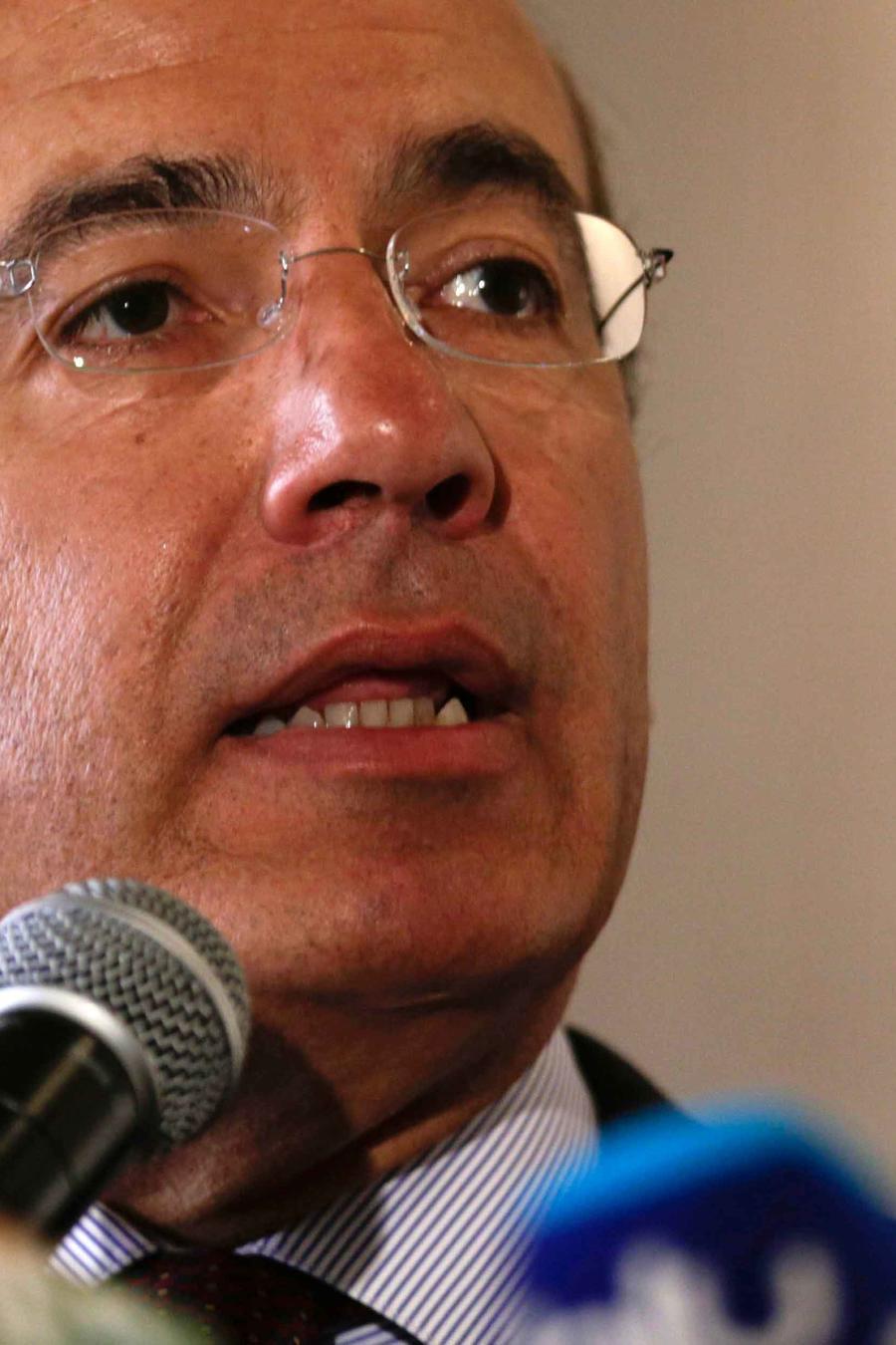 Ex presidente mexicano Felipe Calderón en una rueda de prensa