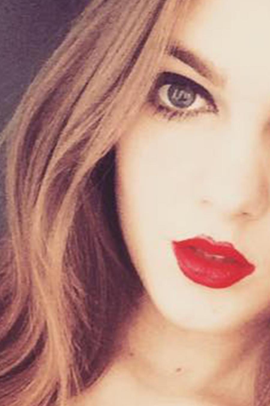 La joven Emma Hulse asegura que perdió su trabajo por ser hermosa