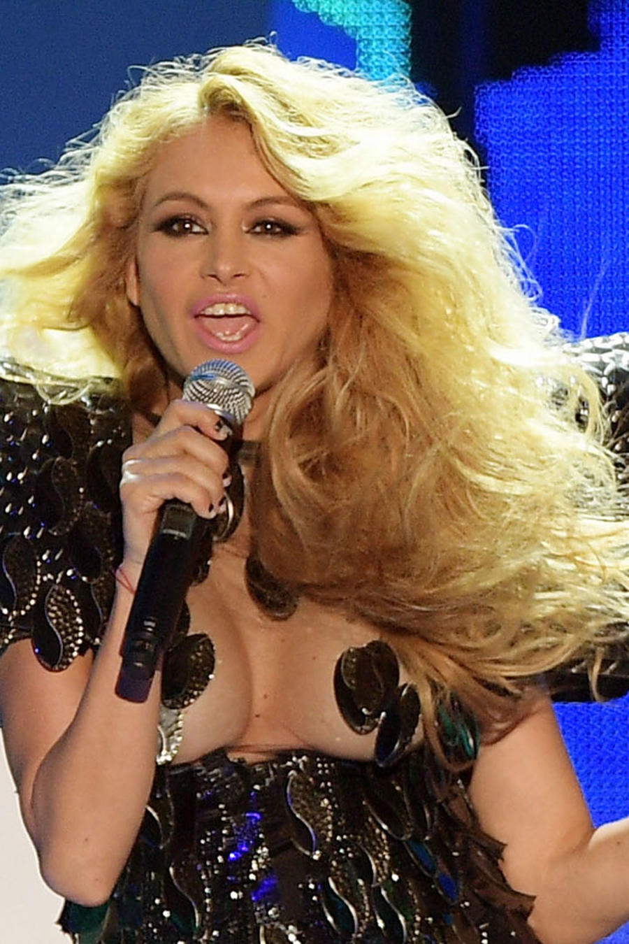 Paulina Rubio cantando en Premios Billboard 2016