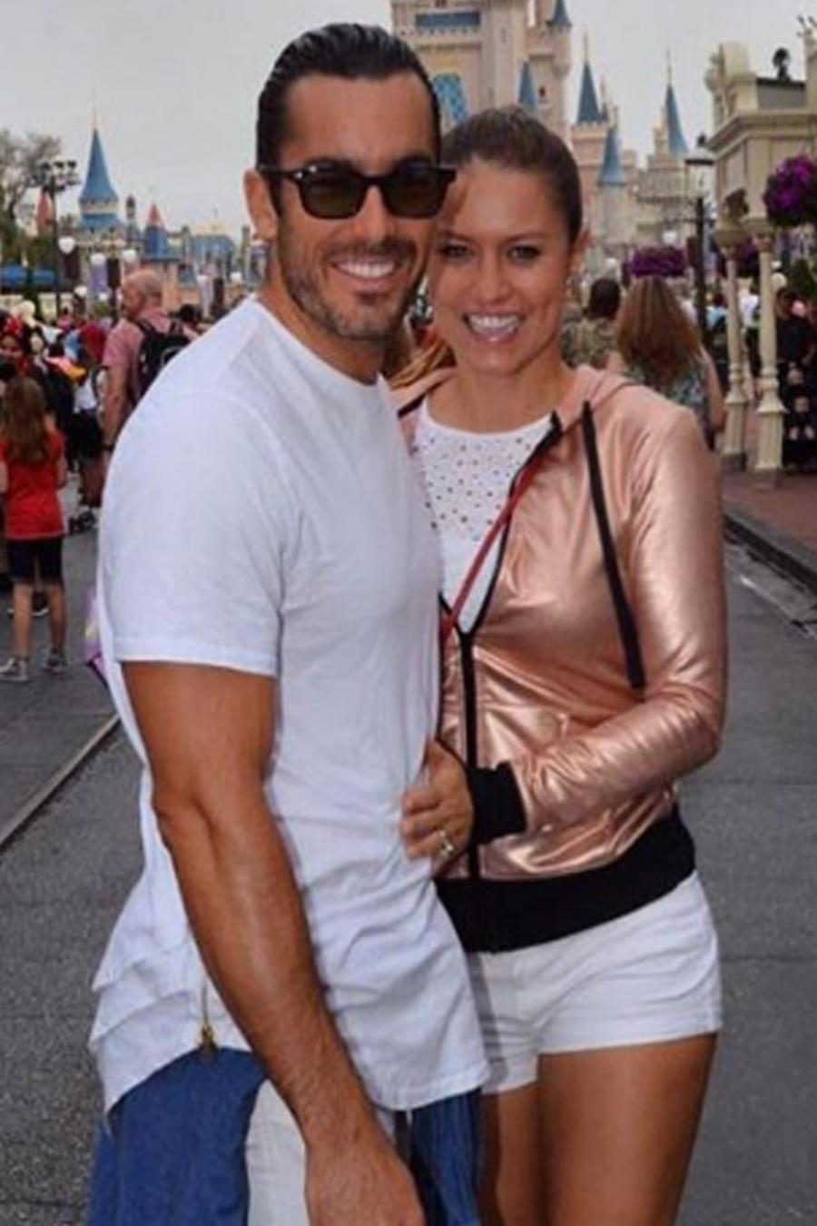Lola Ponce, Aaron Díaz llevan a sus hijas a Disney