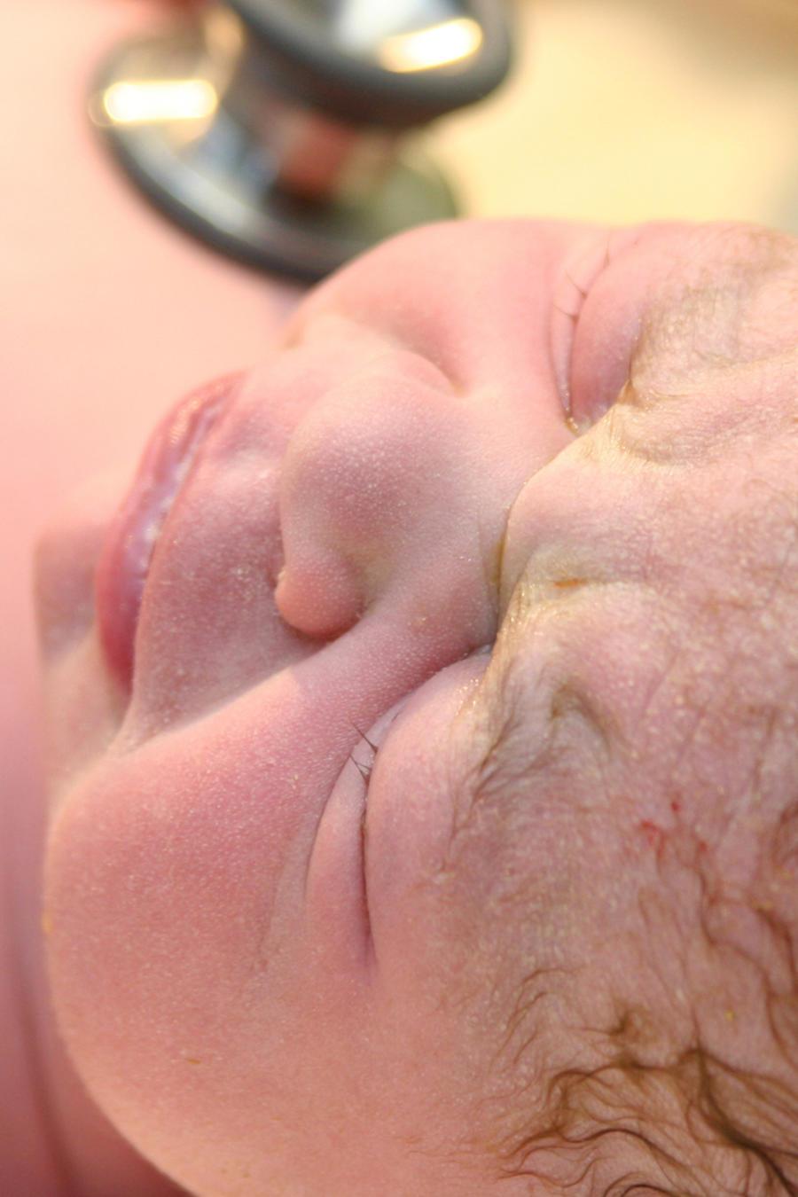 Control médico a un recién nacido