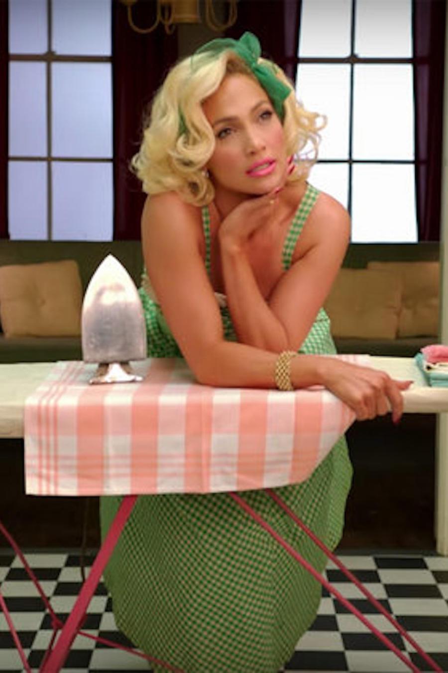 "Jennifer Lopez en el video ""Ain't Your Mama"""