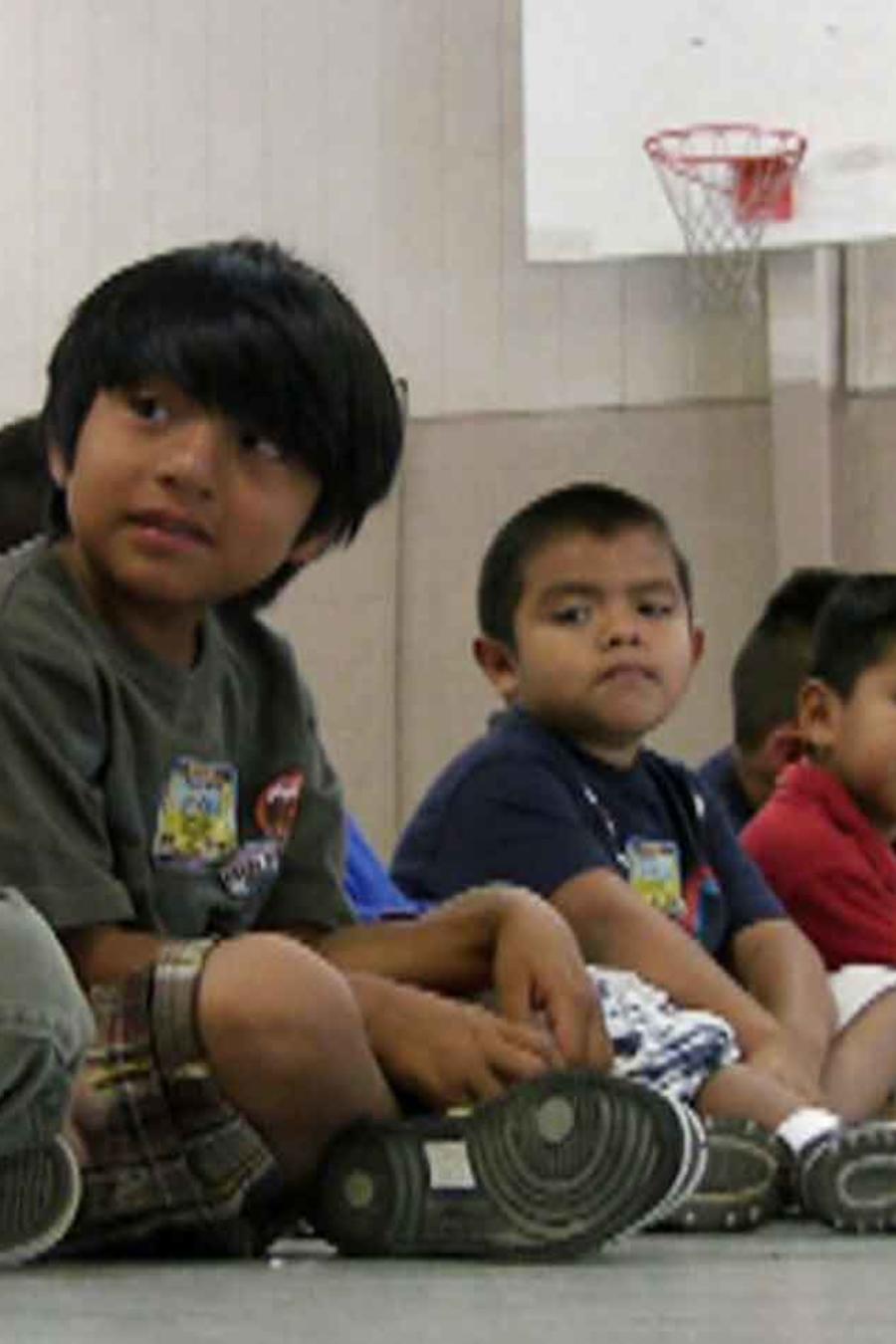 Niños inmigrantes en una escuela