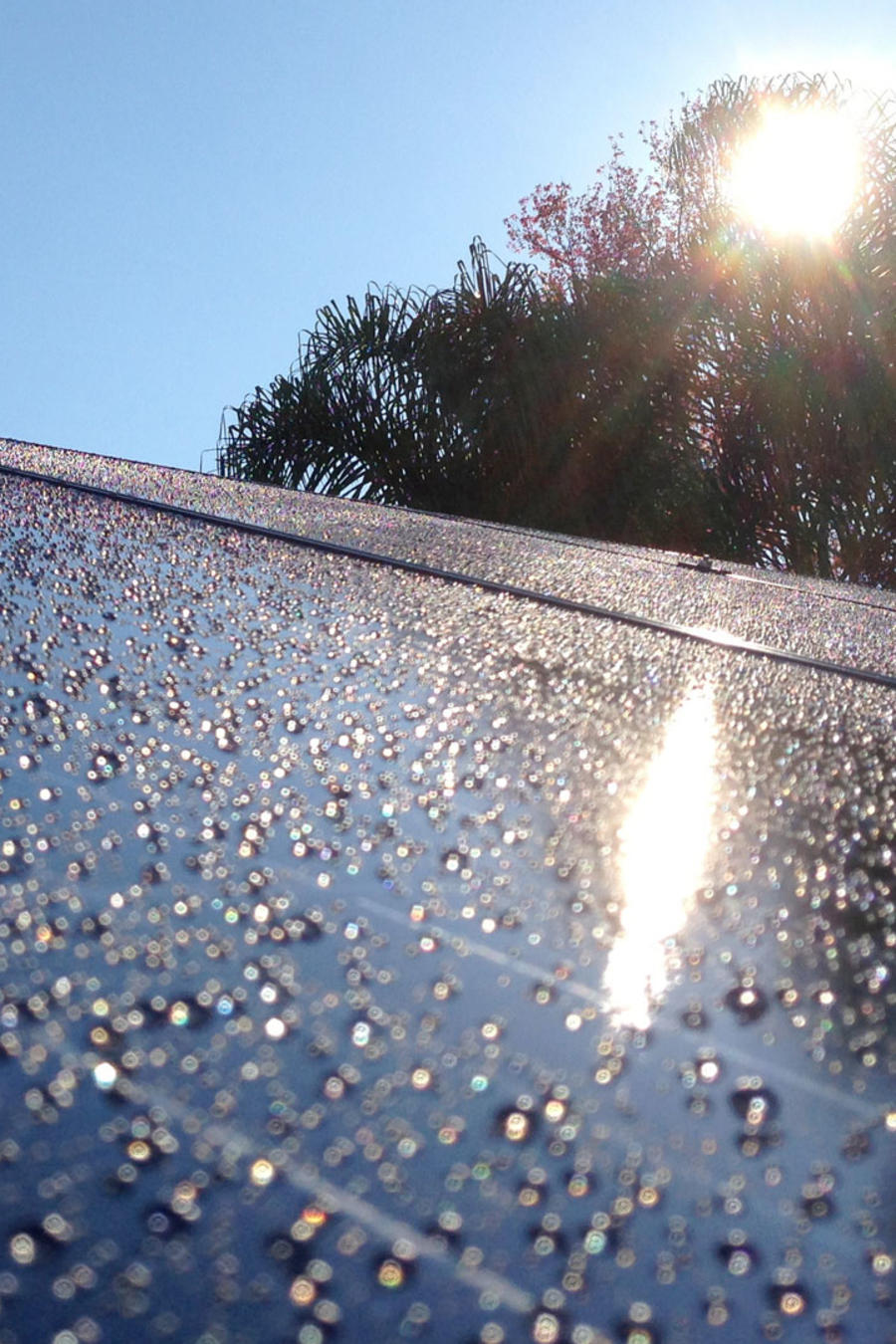 Paneles solares con lluvia