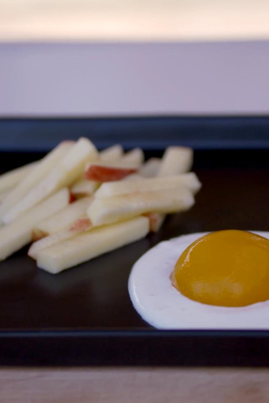 Papas fritas de manzana y melocotón con yogur