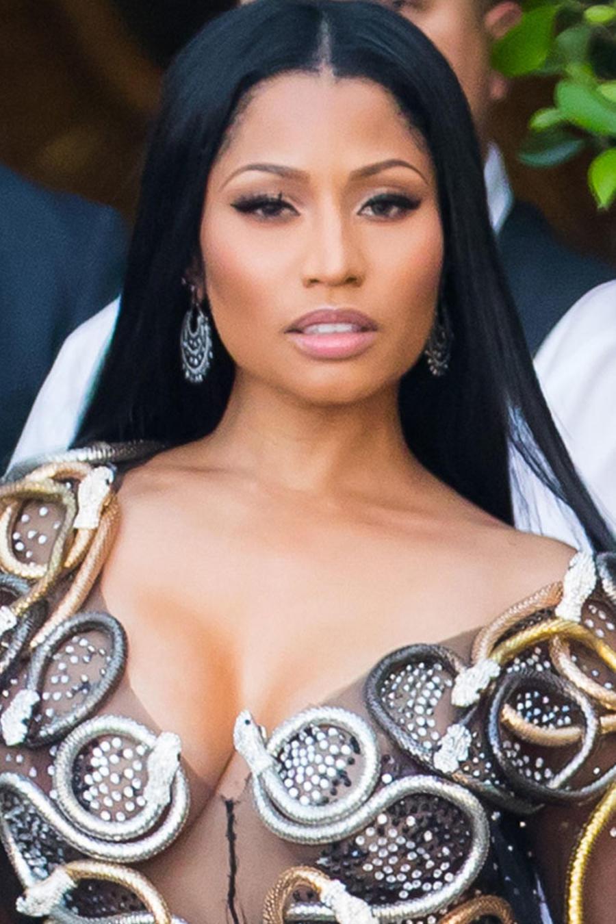 Nicki Minaj en sexy vestido de Charbel Zoe