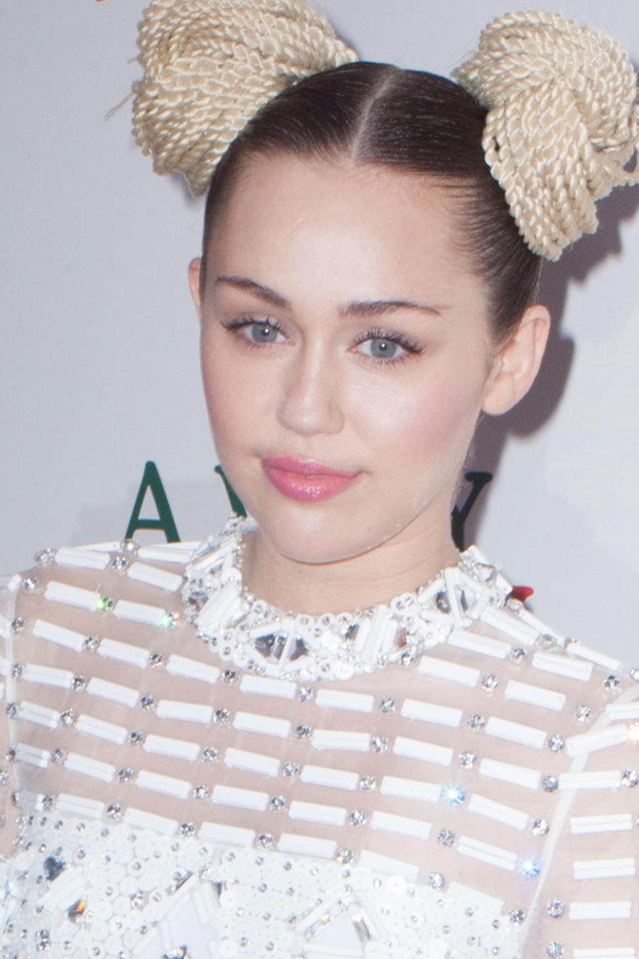 Sophie Turner y Miley Cyrus
