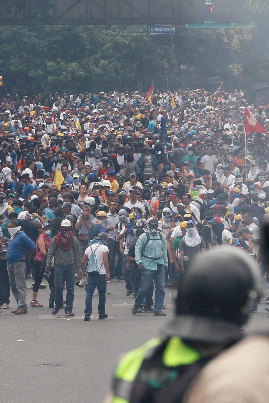 Manifestaciones multitudinarias en Venezuela contra el gobierno de Nicolás Maduro