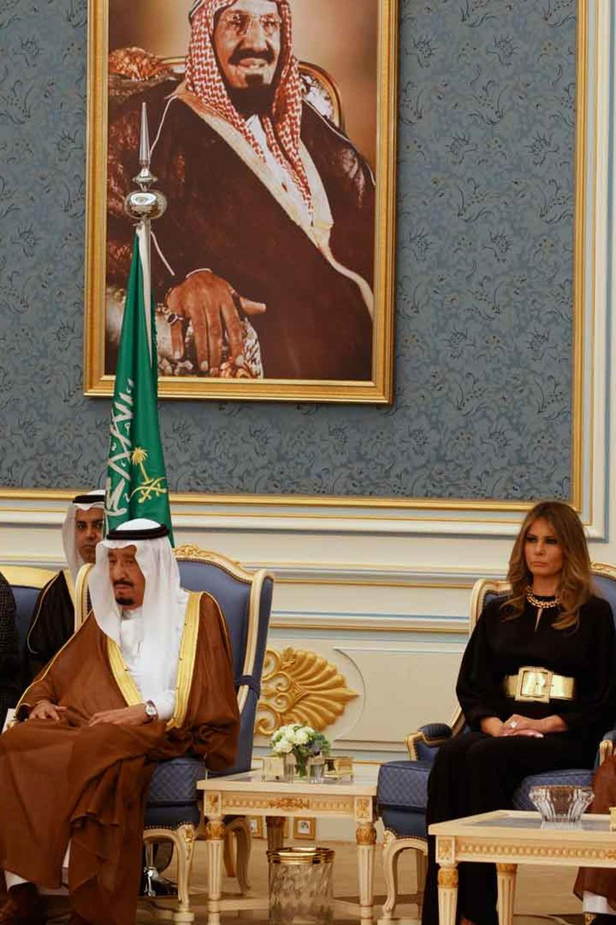 Trump recibido en el palacio real de Riad por el rey saudí