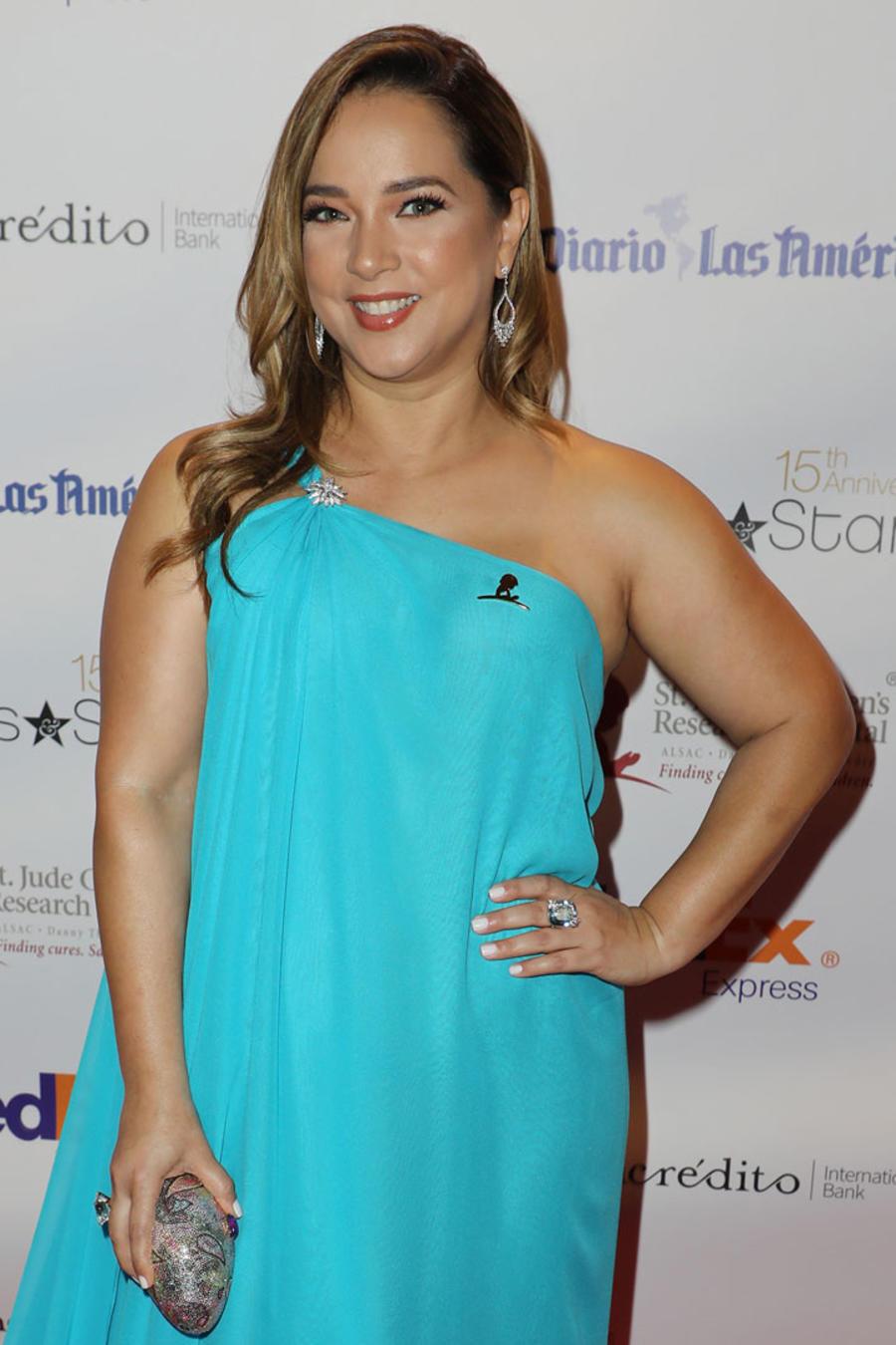 Adamari López y Jennifer Lopez con un vestido azul muy parecido