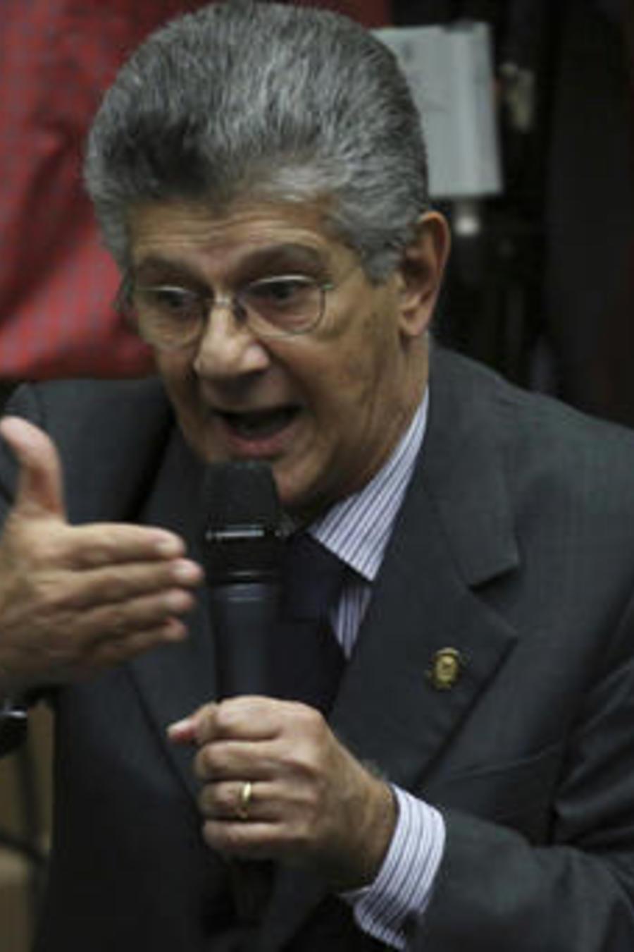 El diputado opositor Henry Ramos Allup durante sesión ante la Asamblea de Venezuela el 9 de enero de 2017.